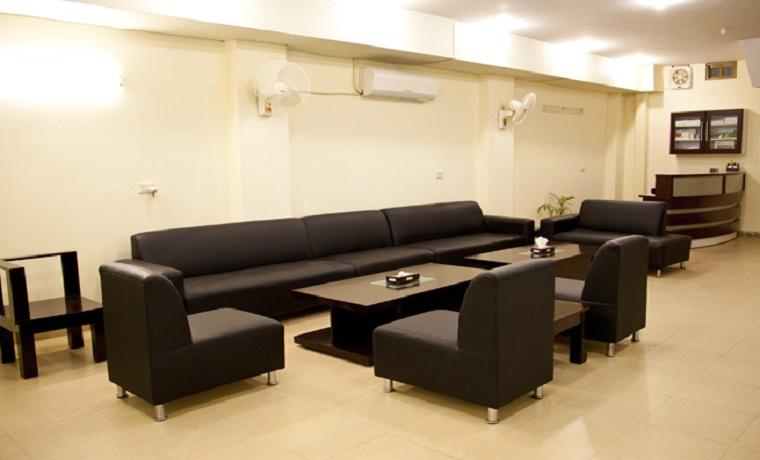 Dr nauman   associates waiting area