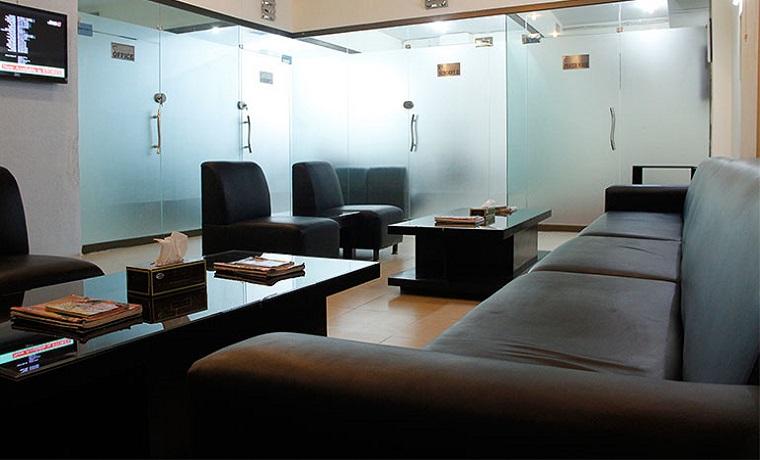 Dr nauman   associates lobby