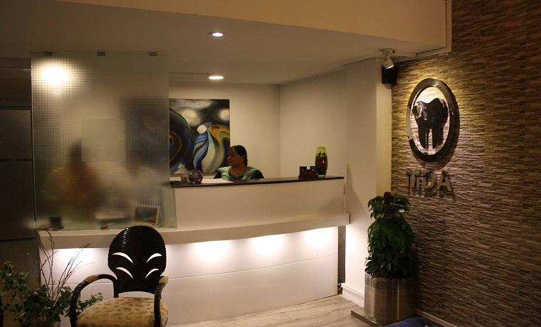 Munir dental aesthetics front desk