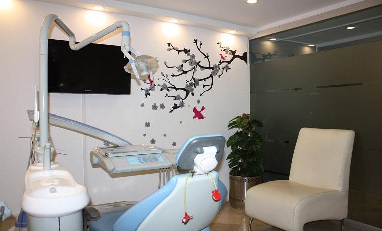 Munir dental aesthetics peocedure room