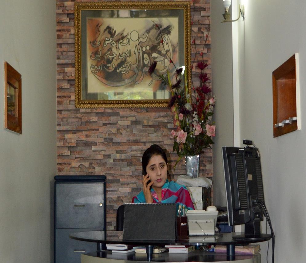 Contours receptionist